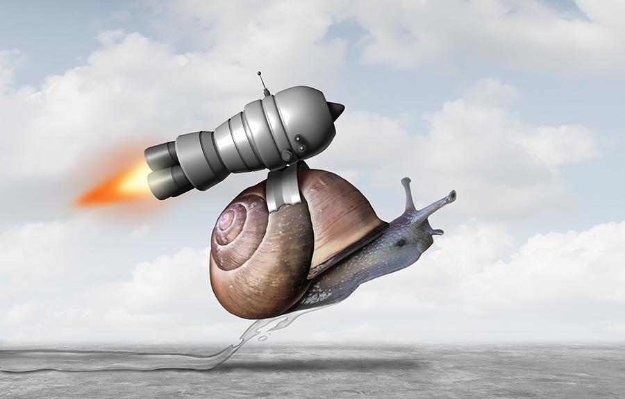 Schnecke mit einem Raketenrucksack