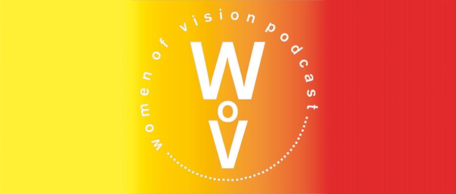 """Logo des Podcasts """"Women of Vision"""" mit einem Farbverlauf von Gelb über Orange bis Rot"""